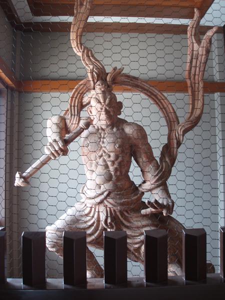 池上本門寺の仁王(吽行)