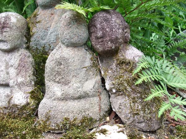 宝生寺の石仏