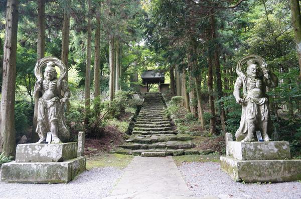 両子寺の仁王像