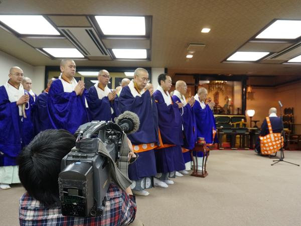 僧侶による読経