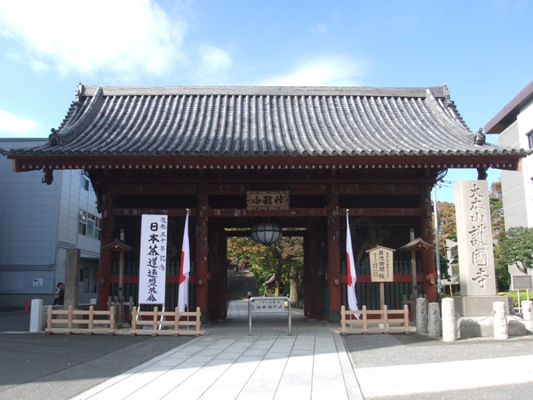 護国寺の仁王門