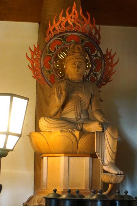 東京・深大寺の弥勒菩薩
