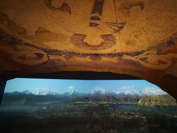 バーミヤン東?仏天井壁画