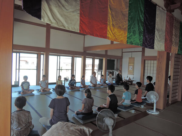 東光寺の子供坐禅会