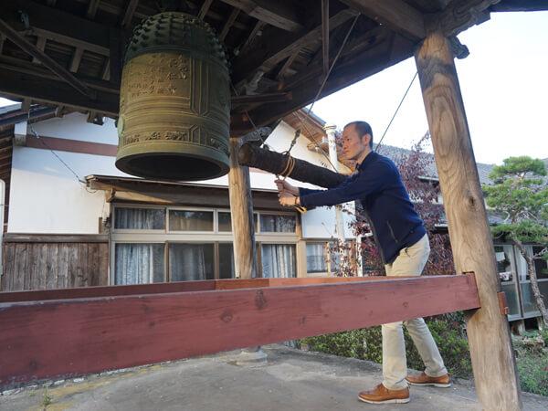 大分県・長仁寺での鐘突き体験