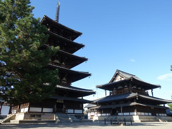 法隆寺の金堂と五重塔