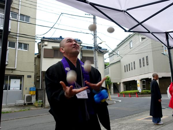 増田俊康さんのジャグリング